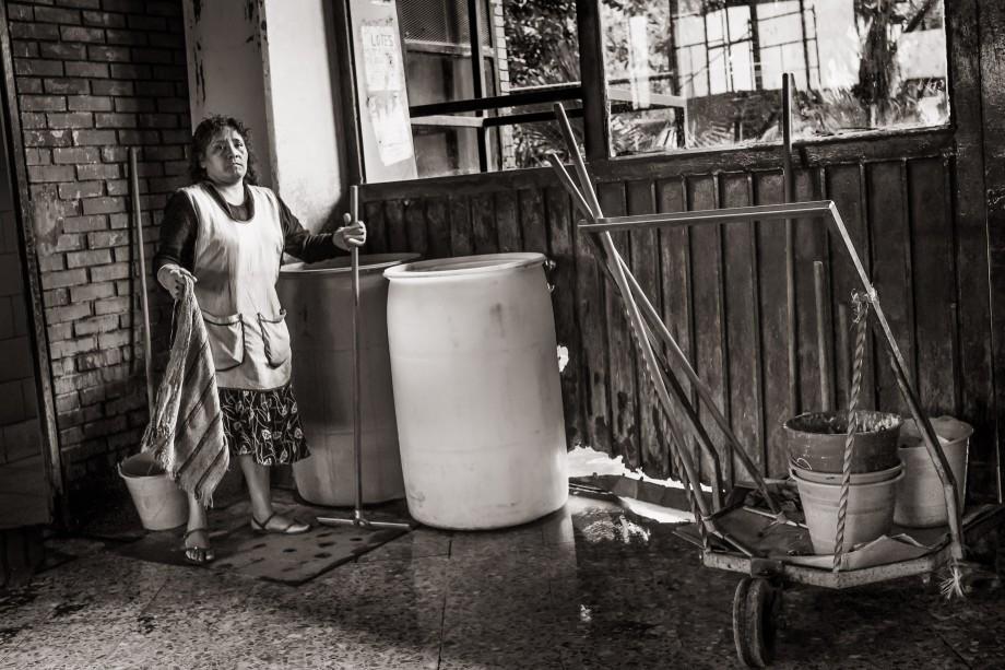 La Señora de la Limpieza - The Cleaning Lady