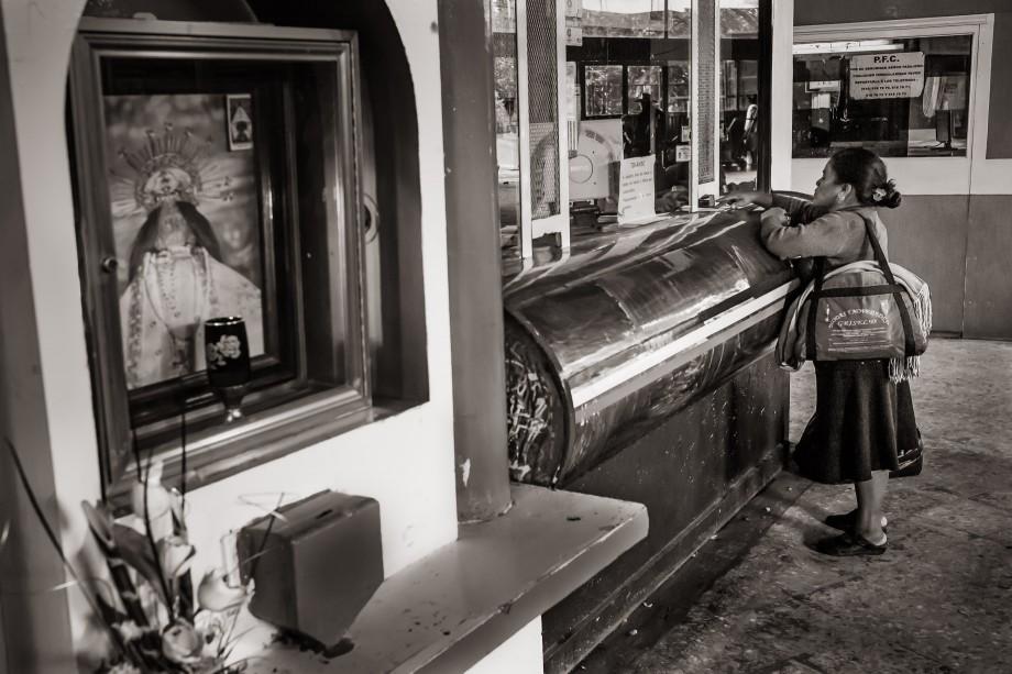 Un Mostrador de Boletos - A Ticket Counter