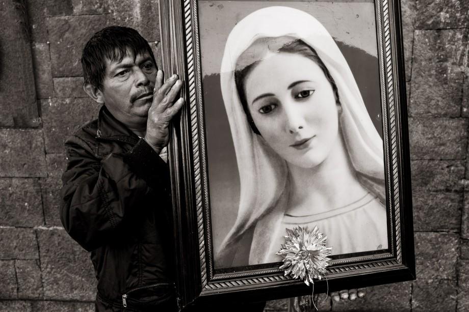 Hombre con una Pintura